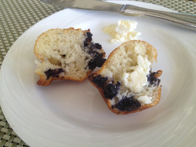 Mini blueberry muffin - Escena Lounge & Grill