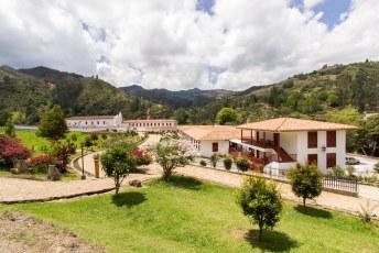 In de wat wijdere omgeving vind je het monasterio de la candelaria.