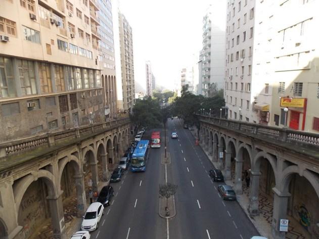 Isso lembra muito os viadutos do centro de São Paulo