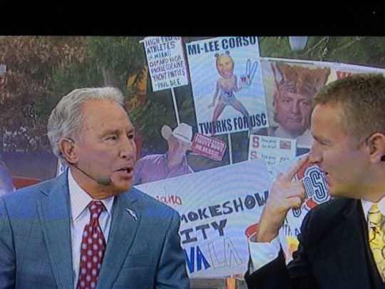 Mi-Lee Corso Twerks For USC