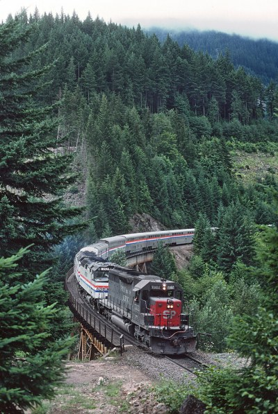 SP 7352 and AMTK 392 with Train 14, the Coast Starlight at Heather, OR on July 29, 1987