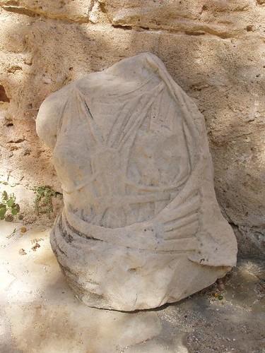 201305270036_headless-statue_Vga