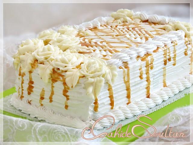 Bir şırınga kekleri süslemek için krem. Pasta süsleme teknikleri ve teknikleri