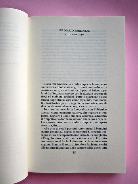 Christopher isherwood, Addio a Berlino. Adelphi 2013. Frontespizio (part.), 1