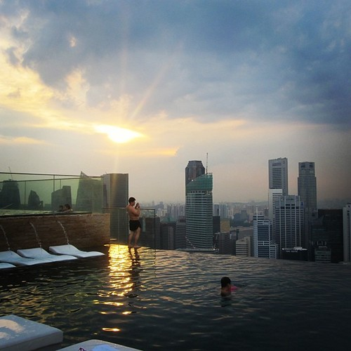 #singapore #sunset from the Marina Bay Sands by @MySoDotCom