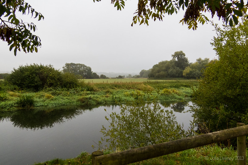 A bit ofa mist start on the River Stour