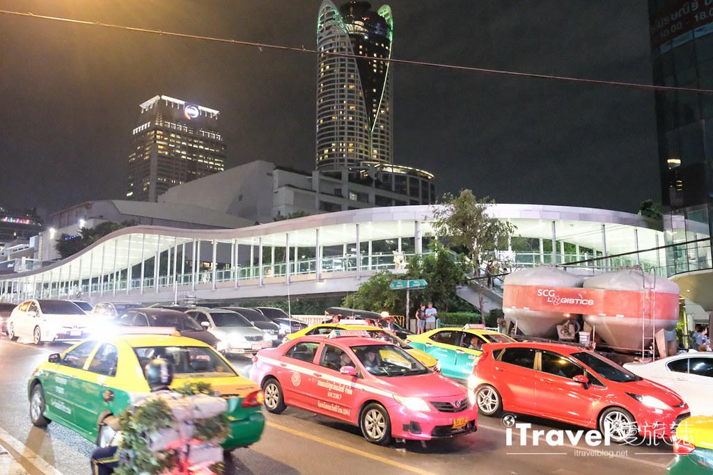 《曼谷夜市集景》城中霓虹夜市 Talad Neon:曼谷市中心最便利夜市,水门市场顺游好去处。