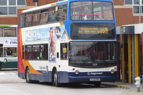 Dennis Trident 2 ALX400 X239 NNO, Stagecoach in Manchester Ashton-under-Lyne bus station
