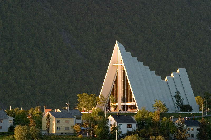 800px-Arctic_Cathedral_in_Tromsoe