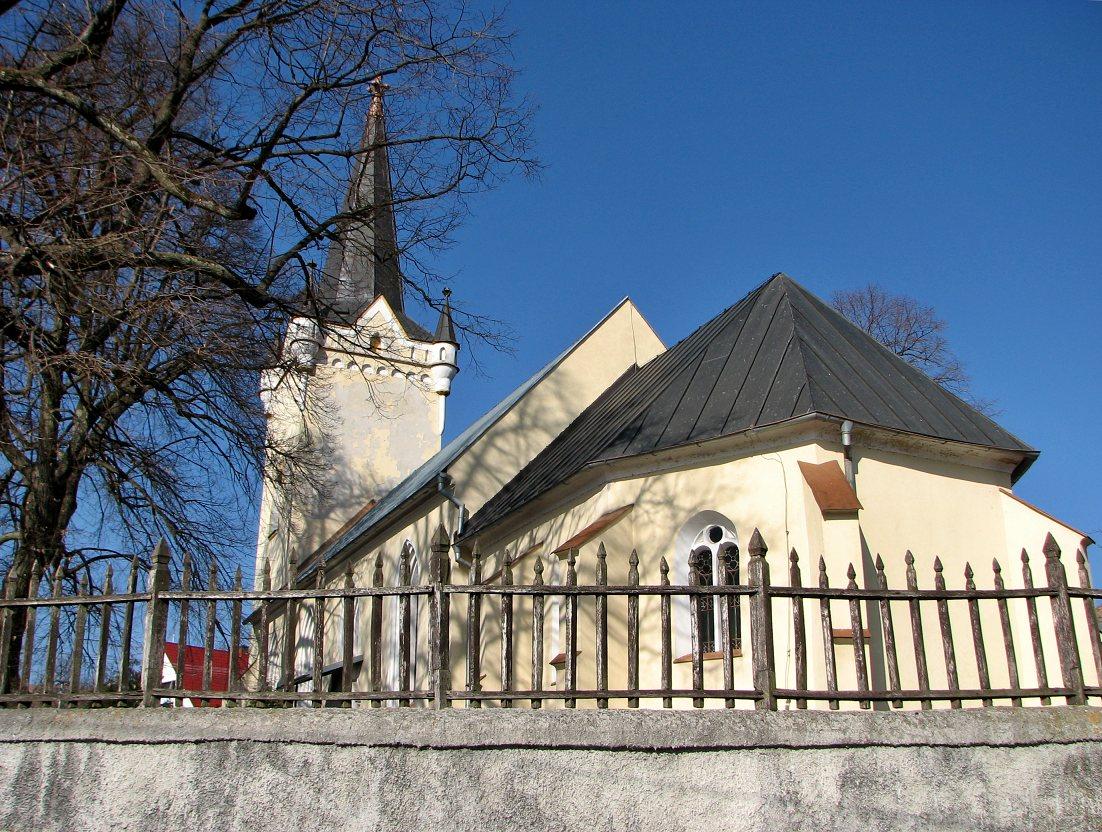 Dačolomiansky kostol - pohľad zozadu
