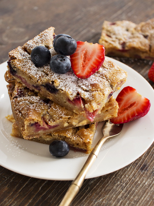 berry white chocolate blondies