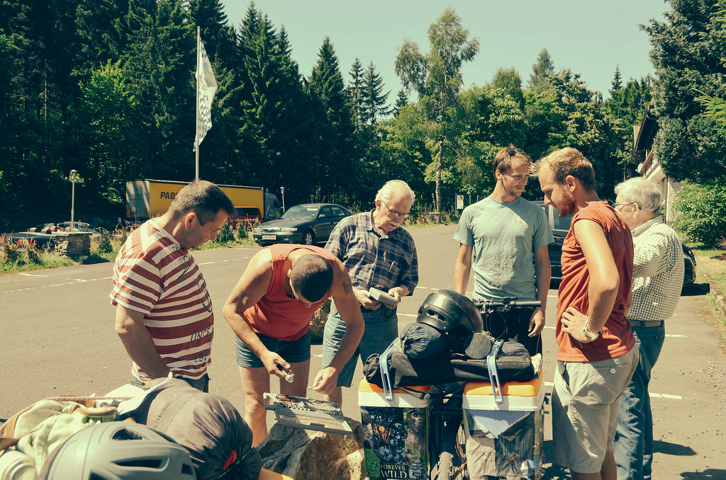 37 polish truckers helping to fix my bike