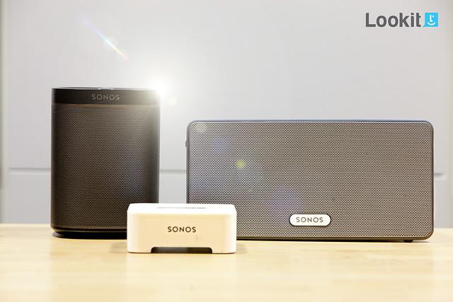 De Sonos Familie met de Sonos PLAY:1, de Sonos PLAY:3 en de Sonos Bridge