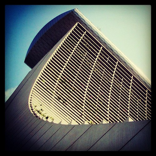 The graceful curve if Tower 1 at Marina Bay Sands #singapore by @MySoDotCom