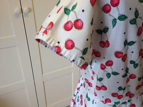 cherry-print shirtdress sleeves