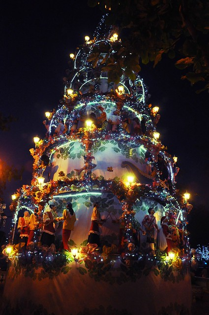 Vigan's Moving Diorama Christmas Tree