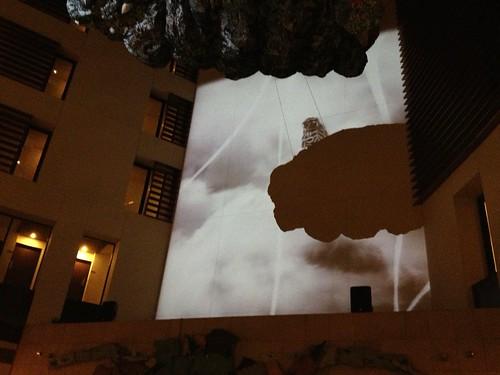 高い天井を利用した壁面にはフクロウが!@PARK HOTEL Lounge Night