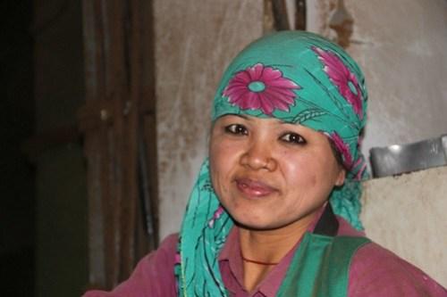 Lady at tea factory
