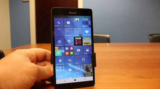 Windows 10 Mobile Creators Update on a Lumia 950 XL