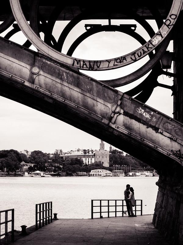 Amor bajo el puente de Triana.