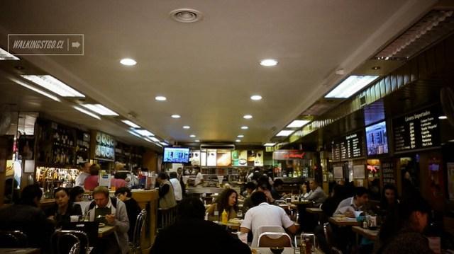 El bar Nacional, tradición desde los años 60 en Santiago de Chile