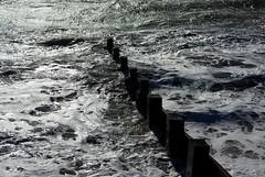 20131029-34_Waves + Groynes - Milford on Sea