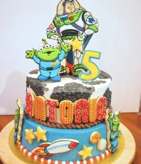Buzz cake, with a hint of Woody :0)