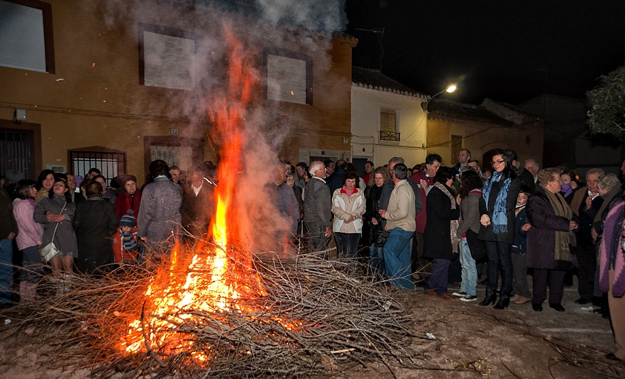 4. Hoguera de San Antón. Autor, Jose María Moreno García