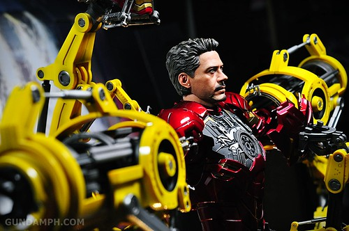 Hot Toys Iron Man 2 - Suit-Up Gantry with Mk IV Review MMS160 Unboxing - day3 (31)