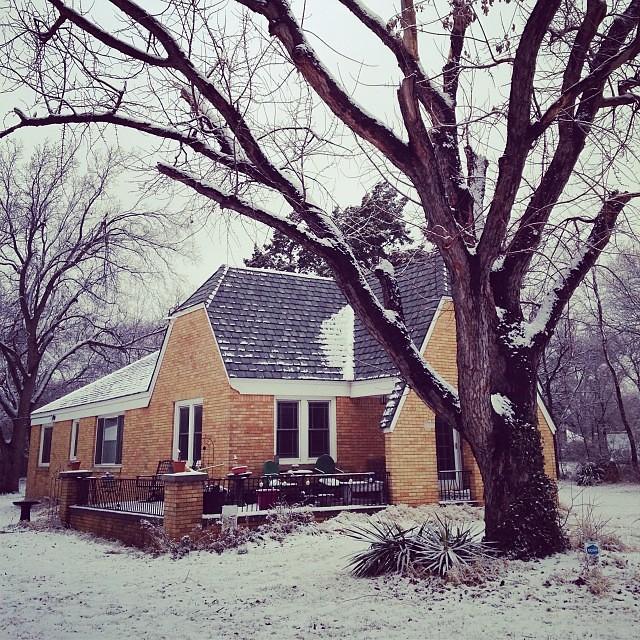 It's a snowy day in the neighborhood. And it's soooo pretty! #winter #oklahoma #oklahomacity #okc
