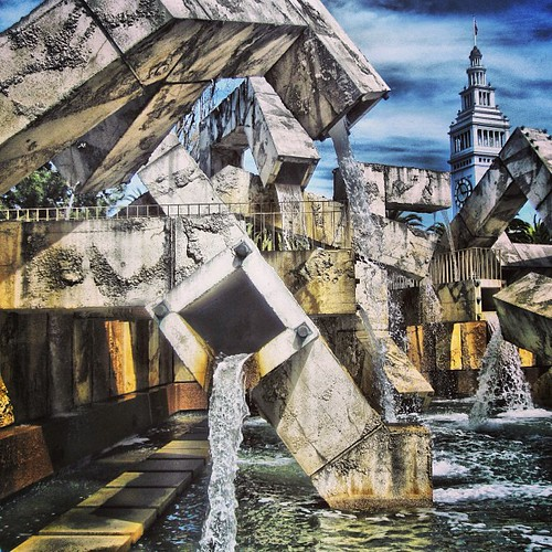 #fountain at the #embarcadero #sanfrancisco by @MySoDotCom