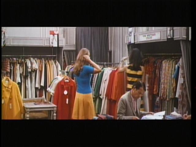 ここには、モード、ファッション、ヴォーグ、スタイルの全てが表現されている。 In this scene, modes, fashion, vogue and style are all expressed.
