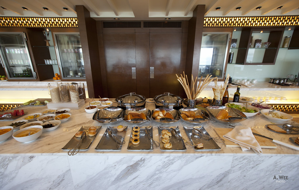 Breakfast spread in the Club Lounge
