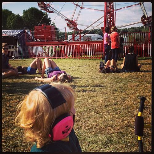 Het festivalkind zag een ritje in het reuzerad wel zitten, moeder helaas niet #fihp13 #latergram