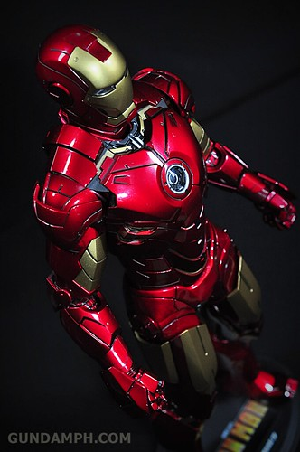 Hot Toys Iron Man 2 - Suit-Up Gantry with Mk IV Review MMS160 Unboxing - day1 (40)