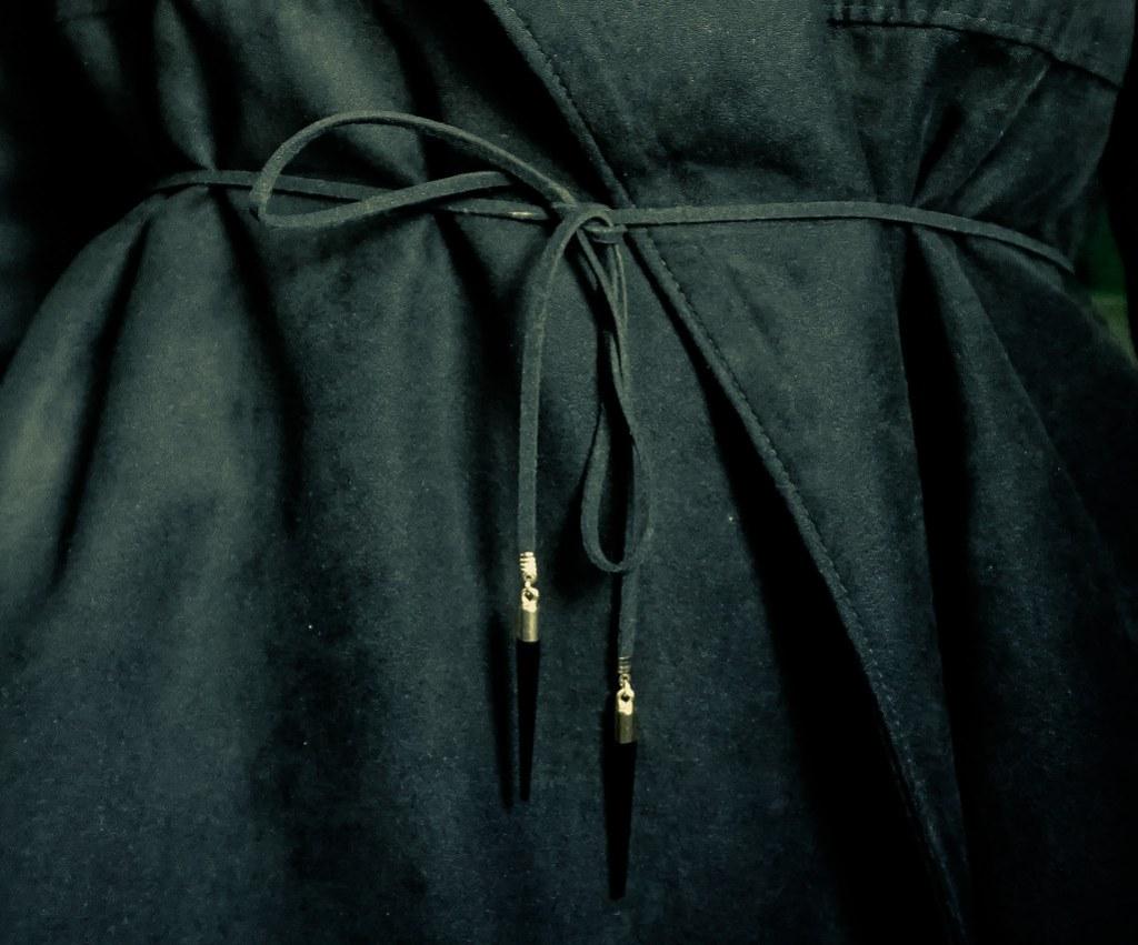 chocker-belt-close-up