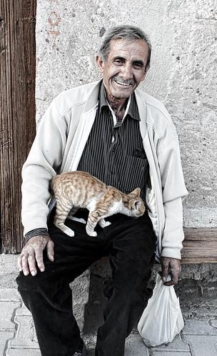 photo-heart-man-with-kitten