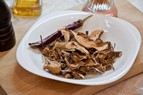 Dried Mushrooms & Red Pepper