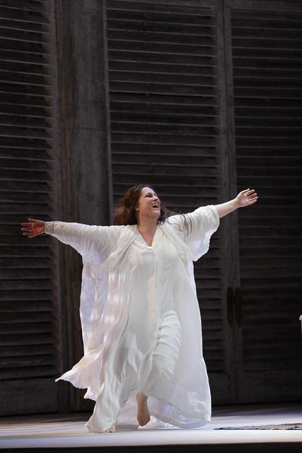 Diana Damrau as Violetta Valery in La traviata, The Royal Opera © ROH / Catherine Ashmore 2014