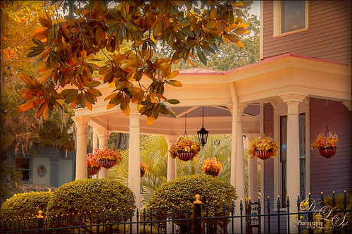 Image of Porch in Savannah, Georgia, with Ambient Light from Solid Color Fill Adjustment Layer
