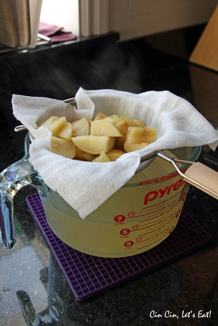 apple jelly_straining