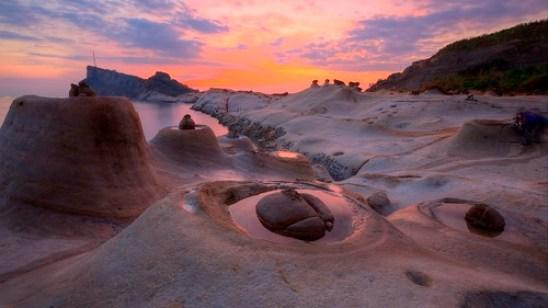 默禱  ~ Dawn and Flaming clouds of Sea Candles (Candle Shaped Rock) @ Yehliu Geopark 野柳,燭台石~