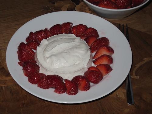 Vanille-Ricotta mit frischen Erdbeeren