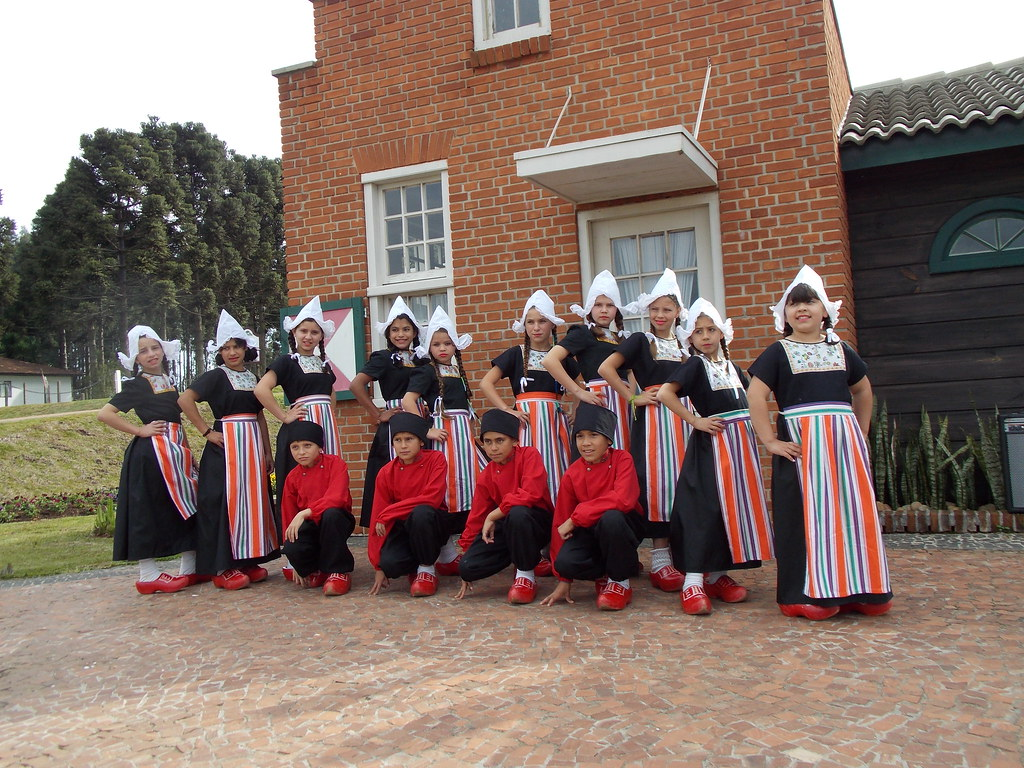 COOPTUR e Grupo de Dança Holandesa do Parque Histórico