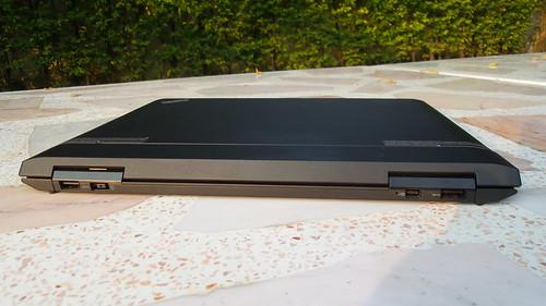 มาดูด้านหลังของ Lenovo ThinkPad Helix กัน