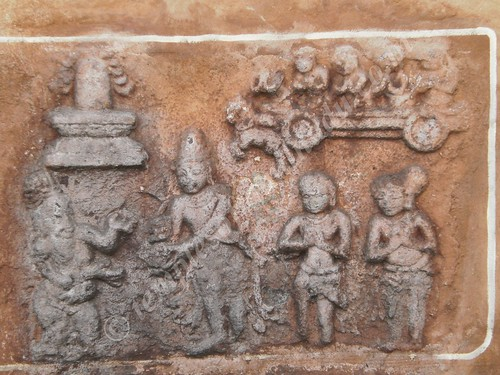 A niche on the outer wall depicting the history of the temple, Karkadeswarar temple, Thirundudevankudi
