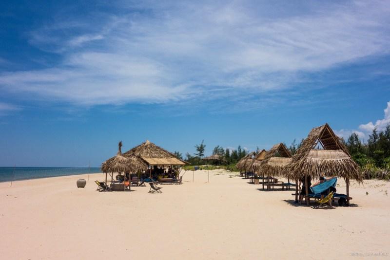 2013-06-09 Hue Beach Bar - DSC05091-FullWM