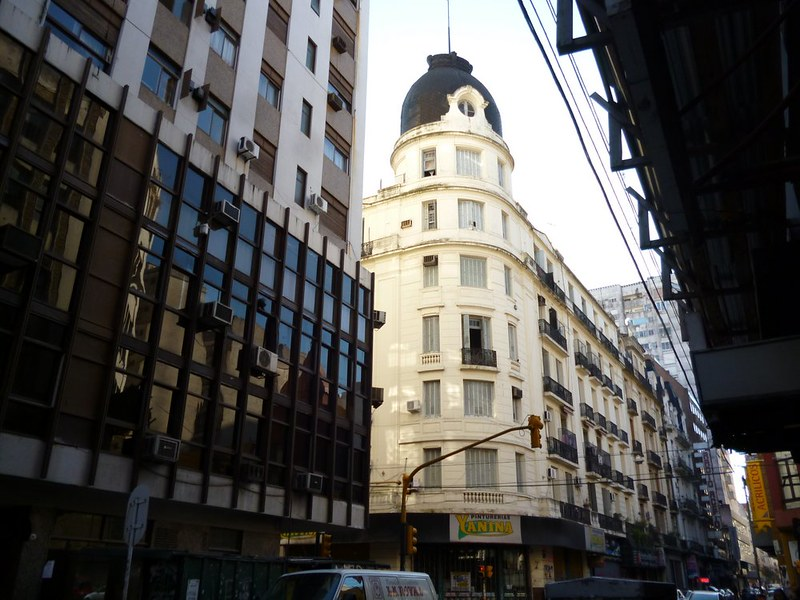 Head's up on Buenos Aires's street