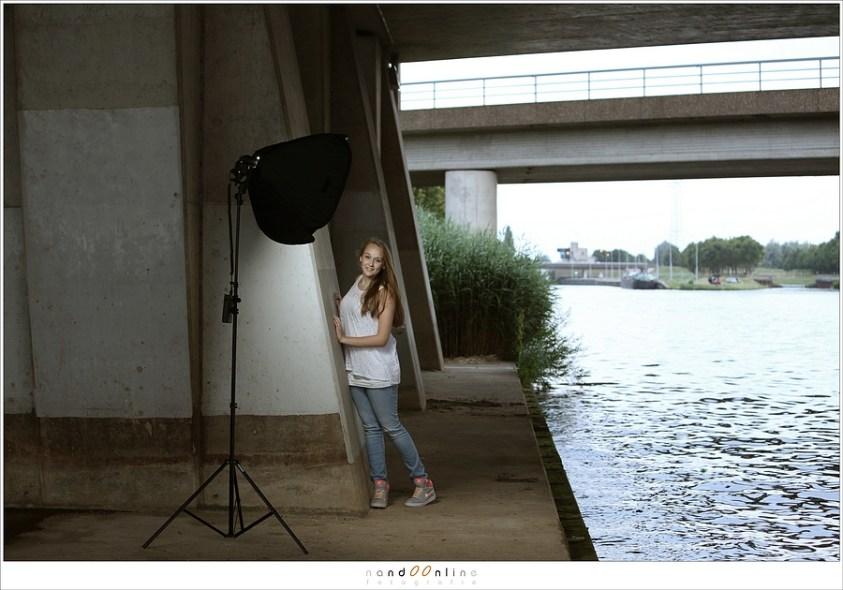 De strobist fotosessie met Puck onder de brug