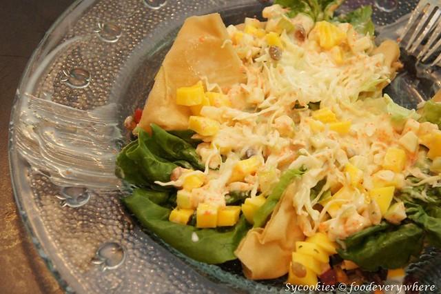 2.Fusion Mango Salad- Fresh lettuce, apple tartar, mango, topped with raisins and pumpkin seeds, served in a crispy basket RM 13.90 (19)